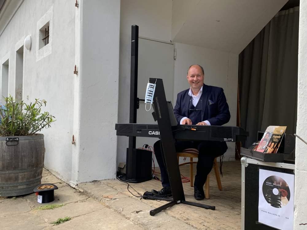Dirk Ebersbach mit Romantik-Pop-Piano